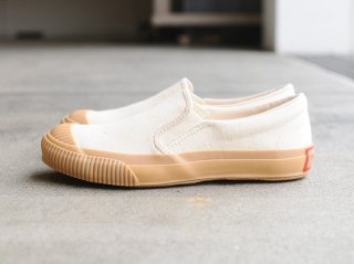 〈PRAS/プラス〉SHELLCAP MOULD SLIPON(Beige)