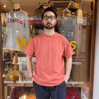 PINECONE×Tieasy / KANOKO GAZETTE CREW TEE (PASSION RED)