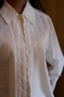 Vintage Embroidery Rose Blouse<img class='new_mark_img2' src='https://img.shop-pro.jp/img/new/icons14.gif' style='border:none;display:inline;margin:0px;padding:0px;width:auto;' />