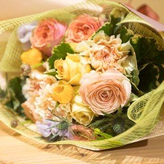 くすみ系パステルカラーの花束
