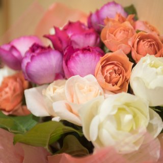 ロマンティックなバラの花束
