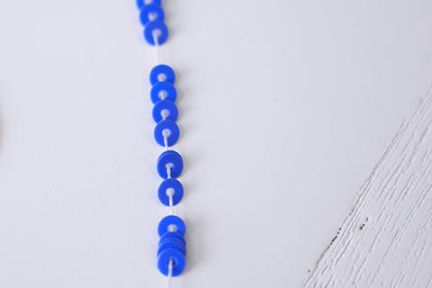 糸通しスパンコール/ダークブルー 3mm〔フランス製〕