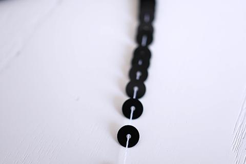 糸通しスパンコール/ブラック 5mm〔フランス製〕