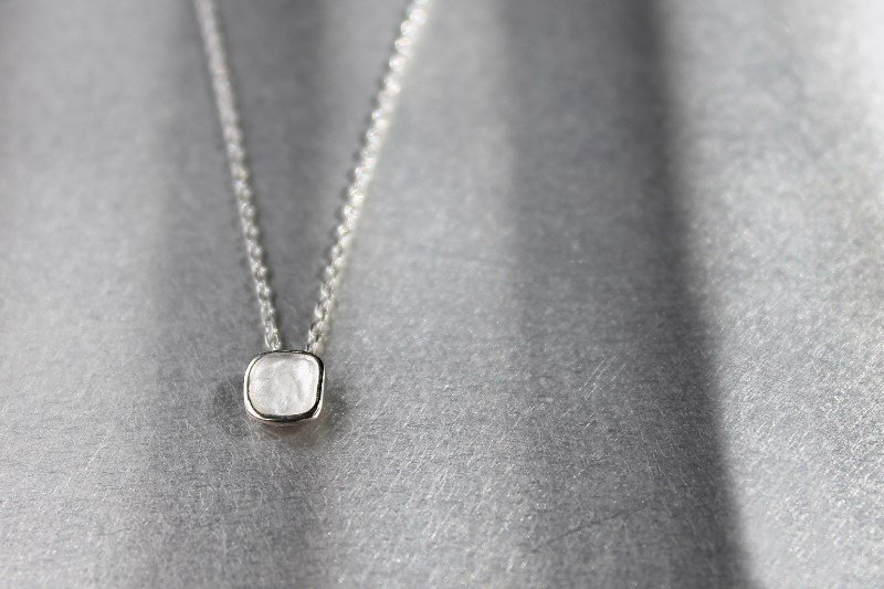 <img class='new_mark_img1' src='https://img.shop-pro.jp/img/new/icons60.gif' style='border:none;display:inline;margin:0px;padding:0px;width:auto;' />mado(necklace)