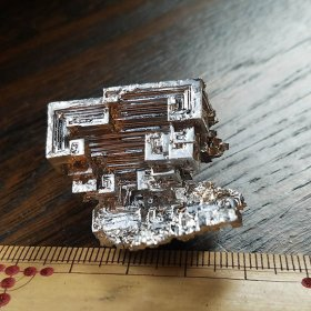 ビスマス銀色人工結晶