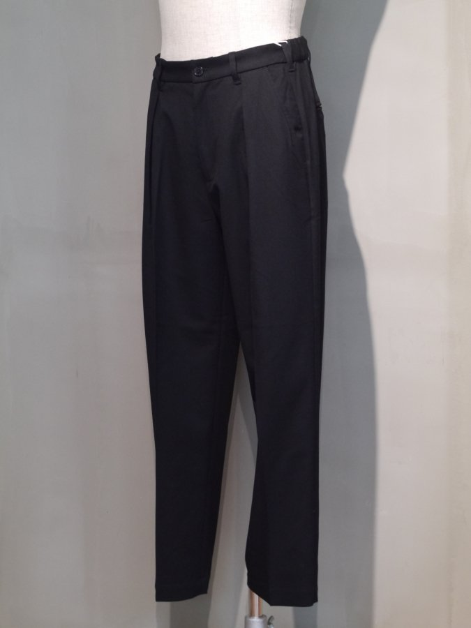<img class='new_mark_img1' src='https://img.shop-pro.jp/img/new/icons5.gif' style='border:none;display:inline;margin:0px;padding:0px;width:auto;' />Utility trouser - Solid / Black