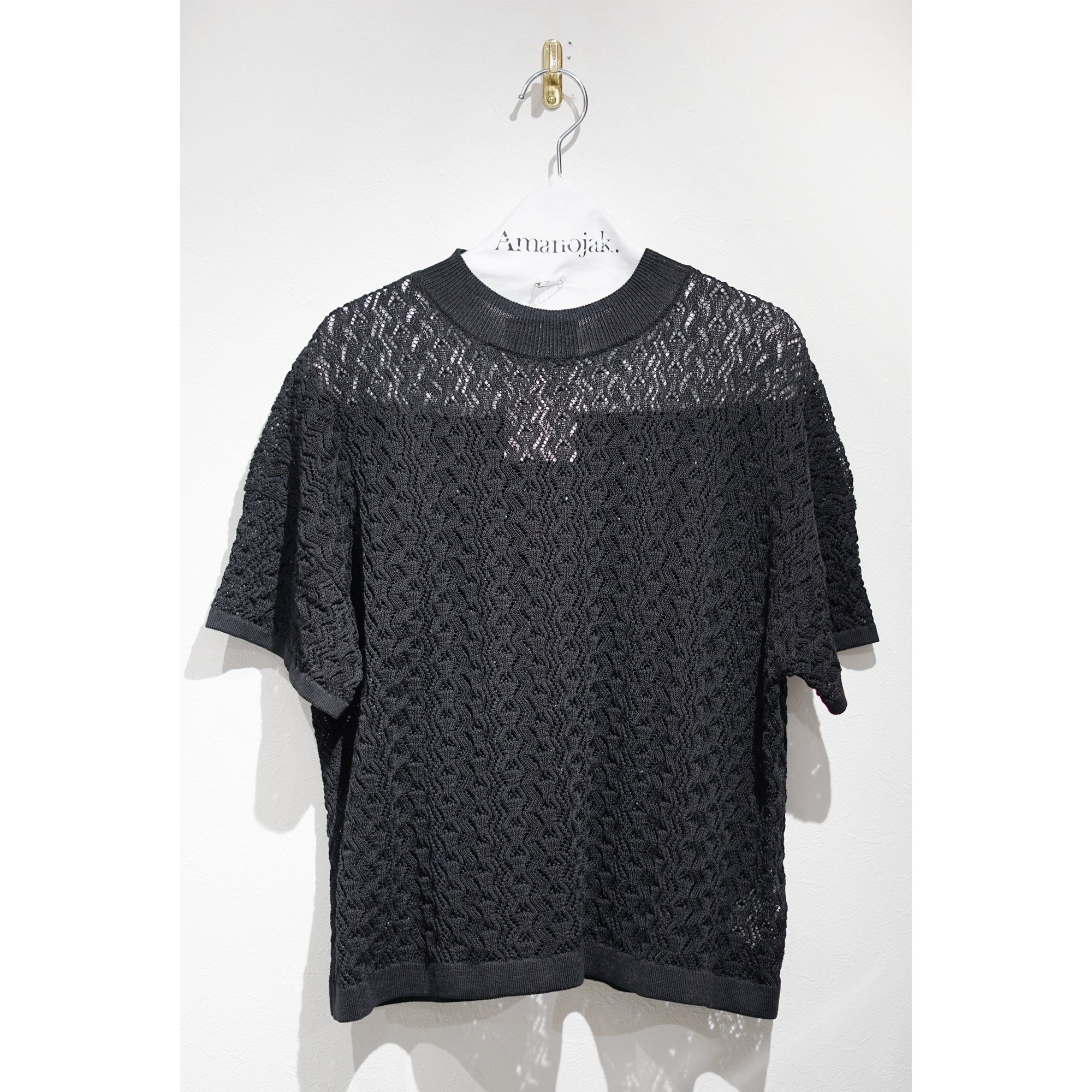 BATONER-SIRKET CORD透かし柄SHORT SLEEVE HI NECK BLACK