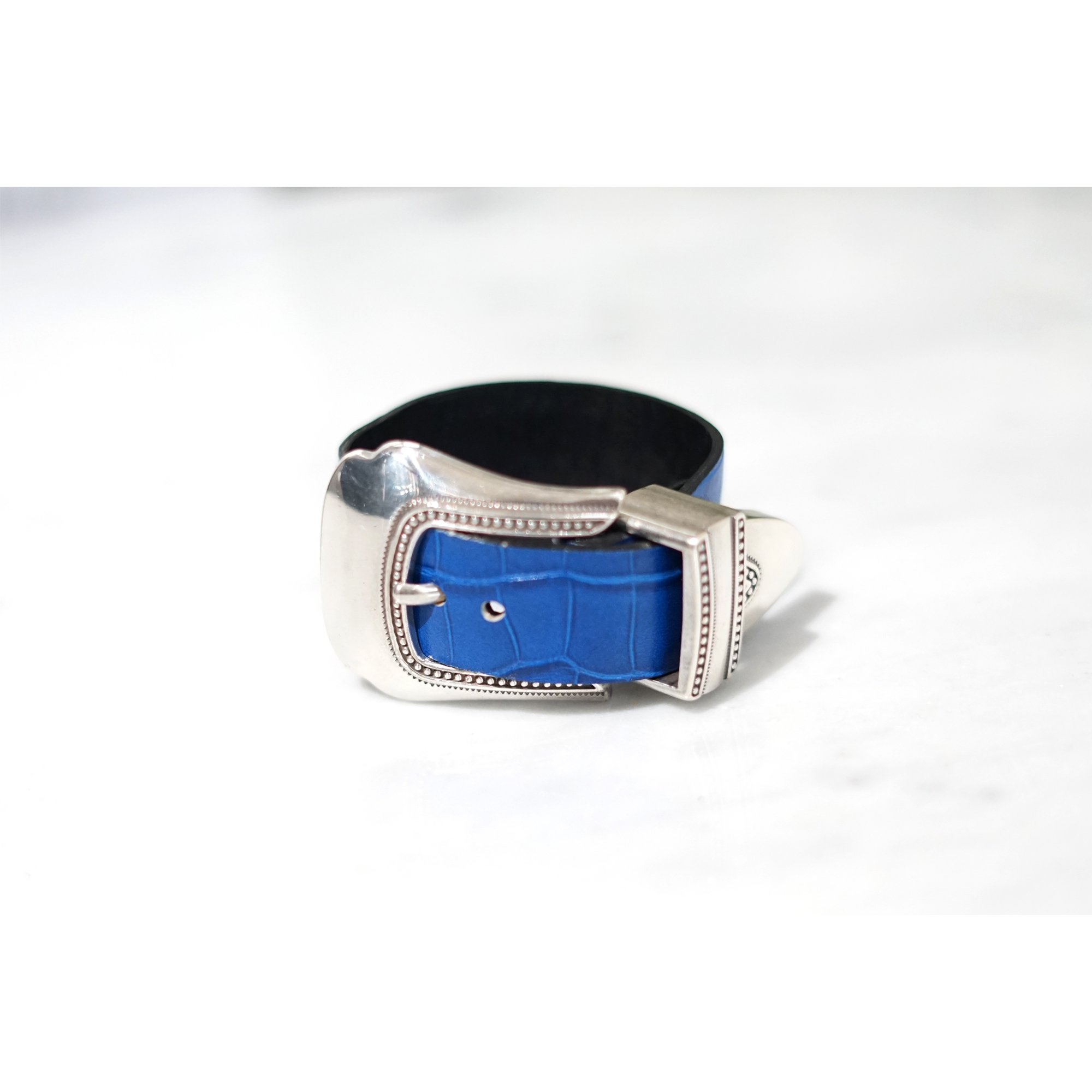 TOGA VIRILLIS-METAL LEATHER BANGLE BLUE