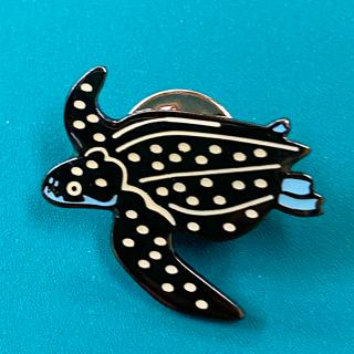 オサガメ ピンバッチ