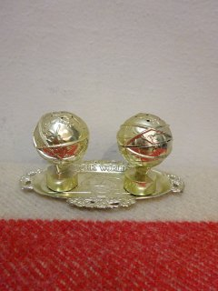 1964/65y NEW YORK WORLD FAIR Salt & Pepper and and the Tray