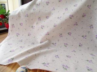 優しいブーケのさらさらTシャツ地・オフ白×パープル