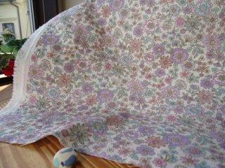 優しい花柄ダブルガーゼ 2.5�小花・オフ白×ラベンダー