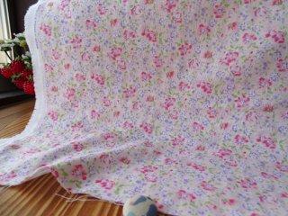 ふわっと水彩小花の柔らかダブルガーゼ・薄ピンク×ローズ