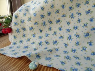 可愛いブルー小花のふかふかフランネル