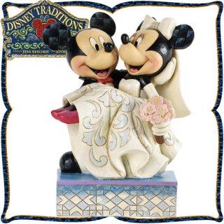 店内セール開催中!20%オフ対象商品 木彫り調フィギュア ミッキーマウスとミニーマウスのウェディング