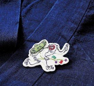 店内セール開催中!20%オフ対象商品 鳥獣人物戯画 追われる猿 刺繍ブローチ