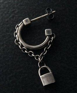 鎖付き南京錠 ループ シルバースタッズピアス (1個/片耳用)