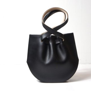 <img class='new_mark_img1' src='https://img.shop-pro.jp/img/new/icons8.gif' style='border:none;display:inline;margin:0px;padding:0px;width:auto;' />【MARROW】Mini Curve Hand Bag