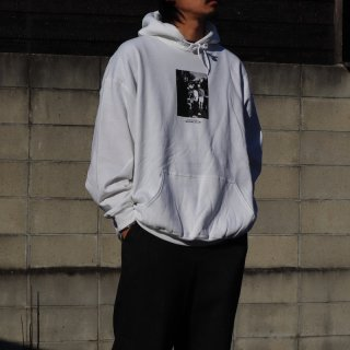 <img class='new_mark_img1' src='https://img.shop-pro.jp/img/new/icons8.gif' style='border:none;display:inline;margin:0px;padding:0px;width:auto;' />【HUUKU LIMITED】SF Souvenir Photo Hoody