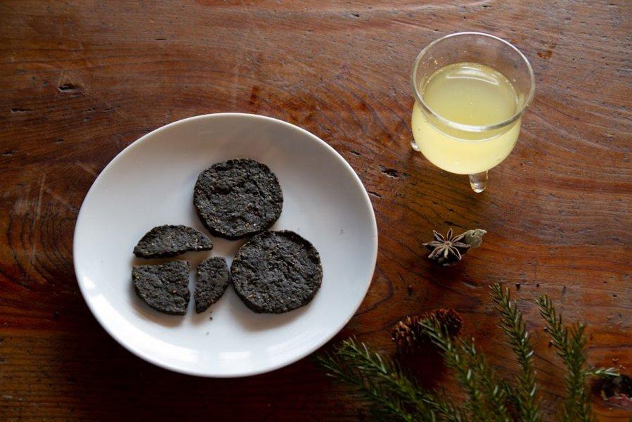 湧き水で練った、炭のさくさくクッキー4枚入 安心おやつ