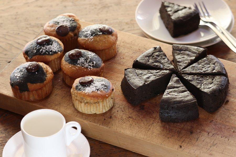 炭チョコケーキ7個、炭のスパイシーバナナケーキ6個セット