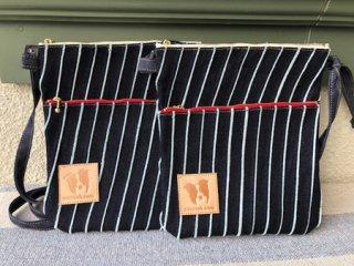 縞デニム・ダブルファスナー・サコッシュバッグ