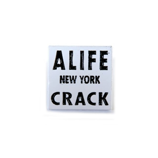 NEW YORK CRACK SQUARE PIN
