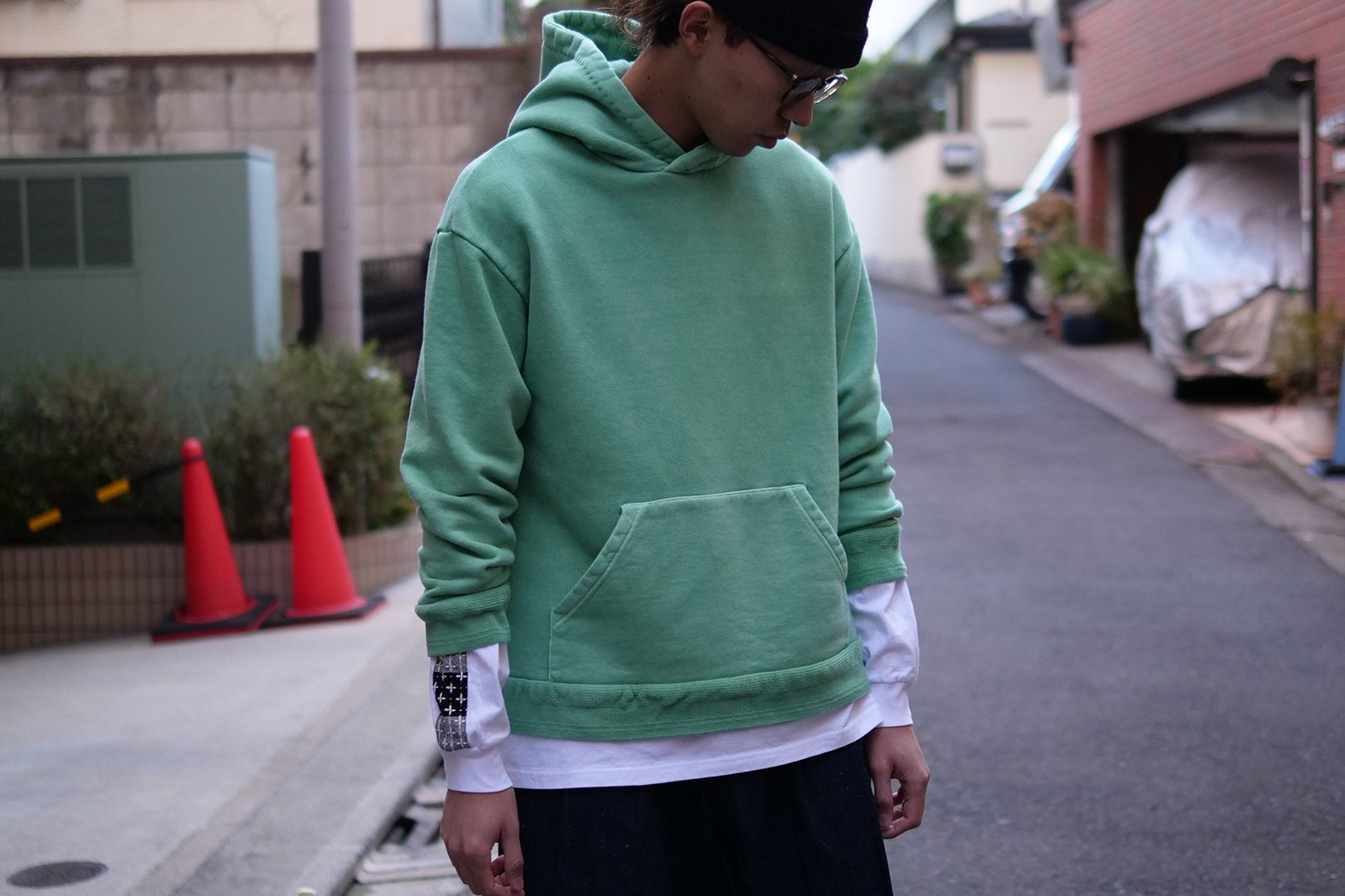 <img class='new_mark_img1' src='https://img.shop-pro.jp/img/new/icons5.gif' style='border:none;display:inline;margin:0px;padding:0px;width:auto;' />KUON / SASHIKO PULLOVER HOODIE