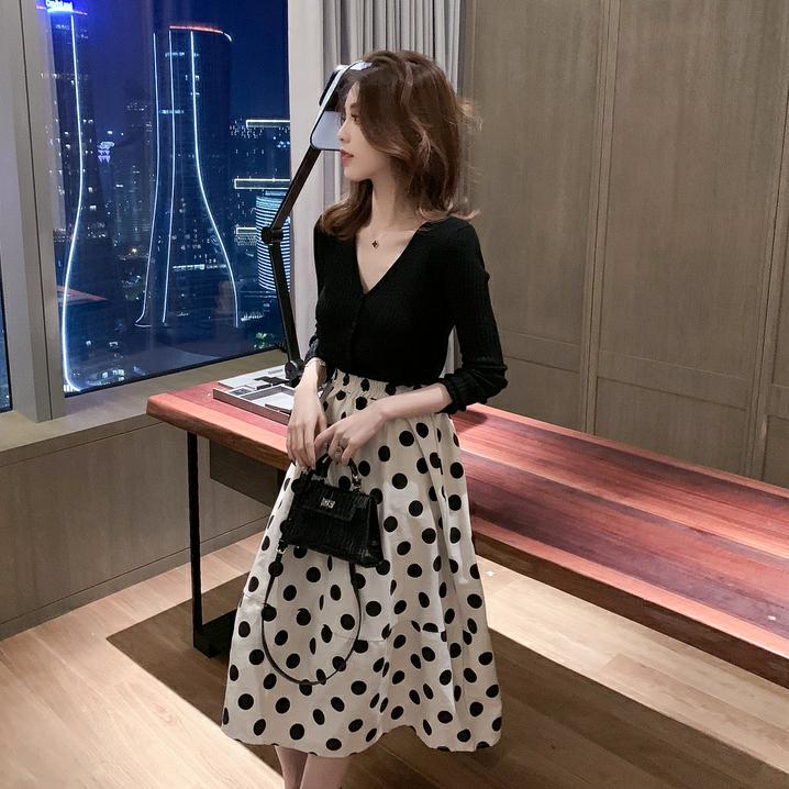 Vネックニット+ハイウエストドットスカート【別売り可】