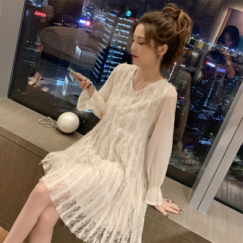 <img class='new_mark_img1' src='https://img.shop-pro.jp/img/new/icons14.gif' style='border:none;display:inline;margin:0px;padding:0px;width:auto;' />ヘップバーンスタイルレースワンピース