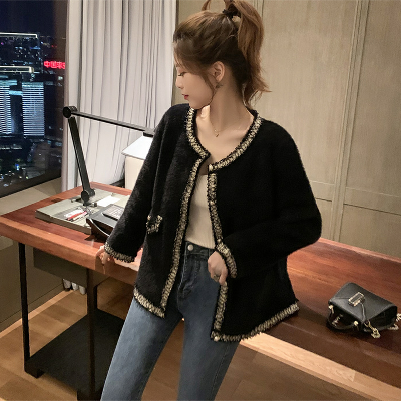 <img class='new_mark_img1' src='https://img.shop-pro.jp/img/new/icons14.gif' style='border:none;display:inline;margin:0px;padding:0px;width:auto;' />ラウンドネックファージャケット