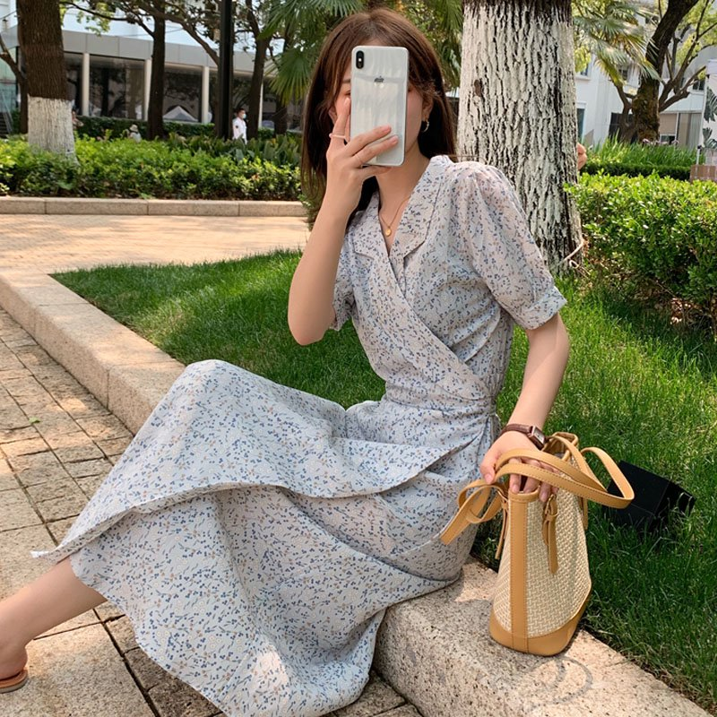 <img class='new_mark_img1' src='https://img.shop-pro.jp/img/new/icons14.gif' style='border:none;display:inline;margin:0px;padding:0px;width:auto;' />小花柄開襟ラップワンピース