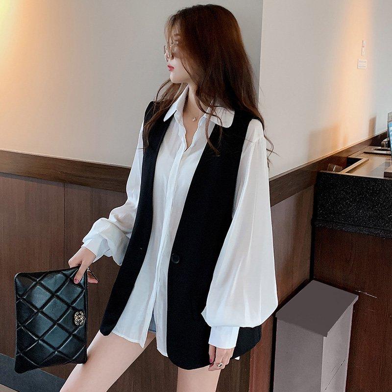 バルーン袖ホワイトシャツ×Vネックブラックベスト