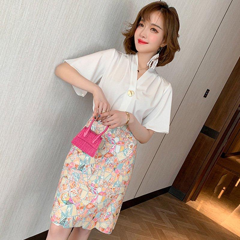 【即納】フレア袖半袖ブラウス×ビジュー刺繍タイトスカート