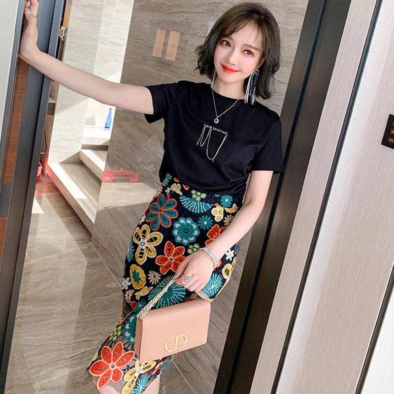 【即納】チェーン付きTシャツ×花刺繍タイトスカート