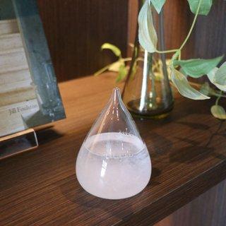 しずく型のガラスに入った結晶の変化を眺めるためのオブジェ テンポドロップ ミニストームグラス