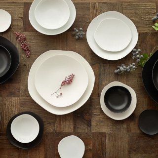METAPHYS メタフィス 自然が作り出す美しいフォルム 重なり合うゆらぎの美しさを表現したfeuille 4枚組お皿セット マット 艶なし