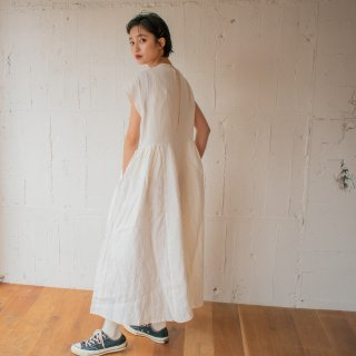 <img class='new_mark_img1' src='https://img.shop-pro.jp/img/new/icons23.gif' style='border:none;display:inline;margin:0px;padding:0px;width:auto;' />【SALE 30%OFF】SUMMER DRESS<サマードレス>ホワイト