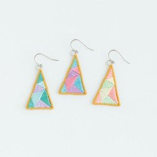 triangle ピアス