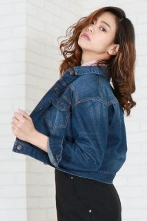 Loose silhouette denim jacket