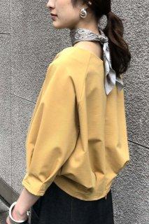 Back slit tuck pullover