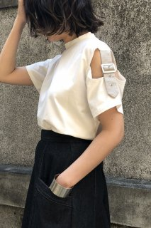 Open shoulder with belt T-shirt