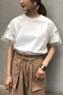 Sleeve slit tulle layered T-shirt