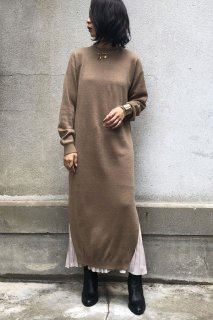 Slit knit dress with pleated camisole