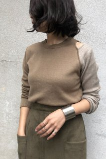 Shoulder slit bicolor knit