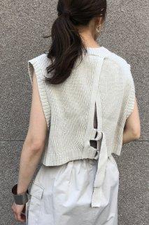 Back belt knit short vest