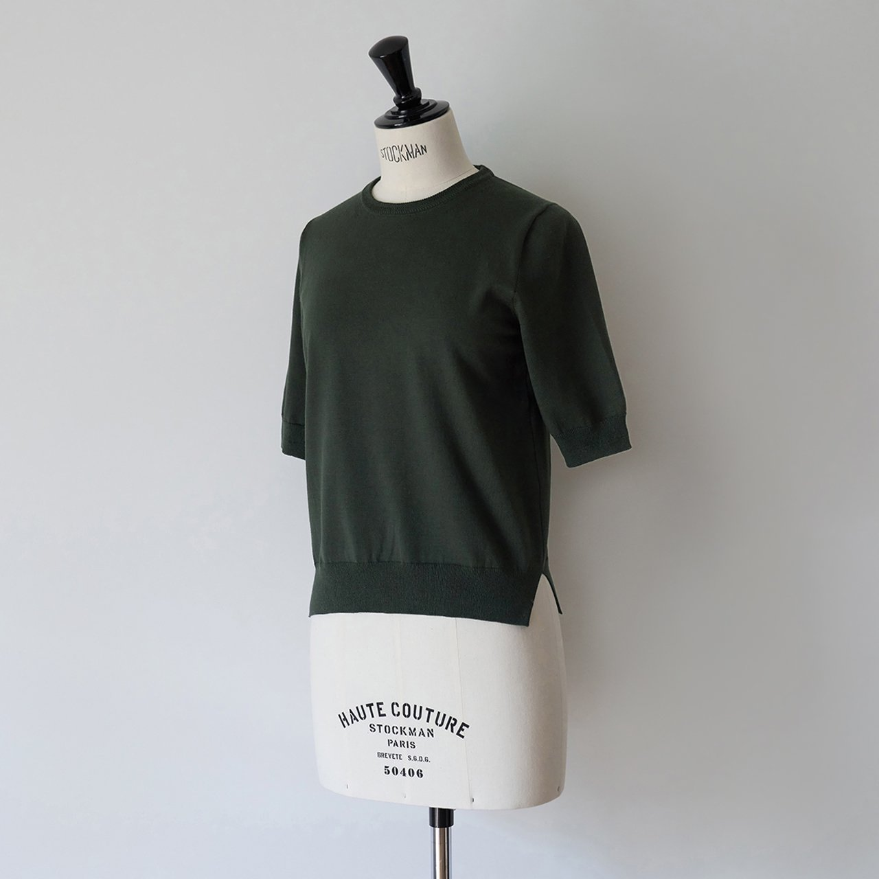 MAISON CARRÉE <BR>Basic half sleeve knit ・KHAKI