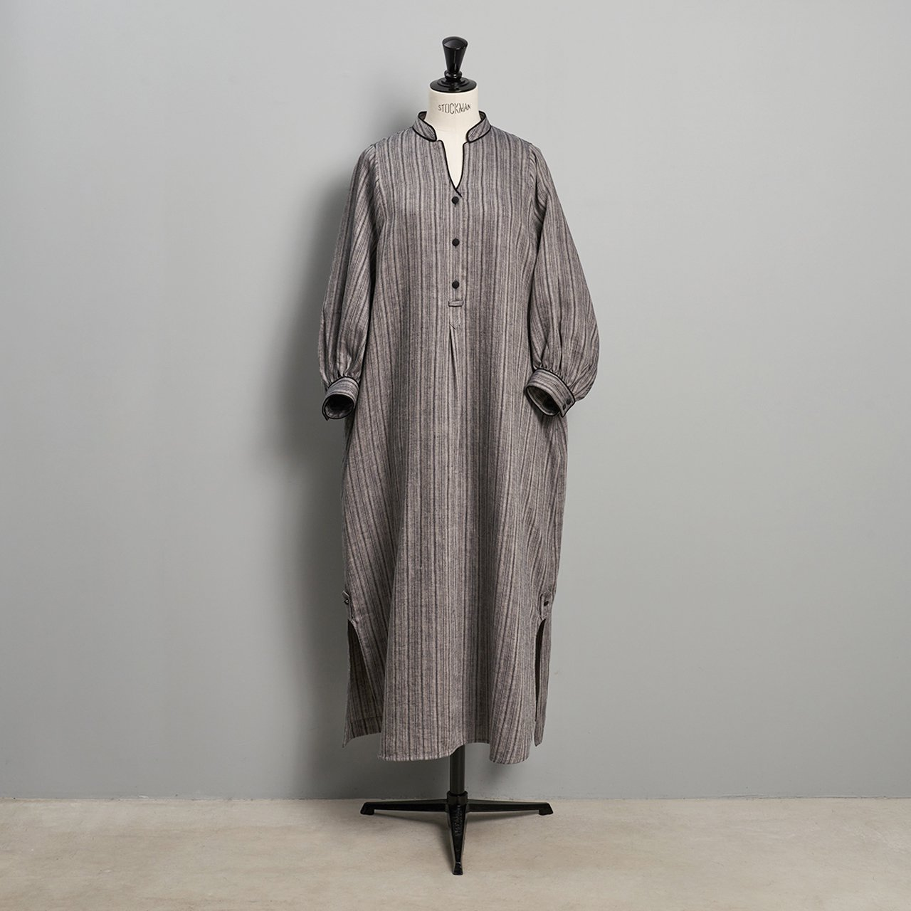 PaleJute<BR>stripe linen onepiece<BR>BLACK × BLACK STRIPE