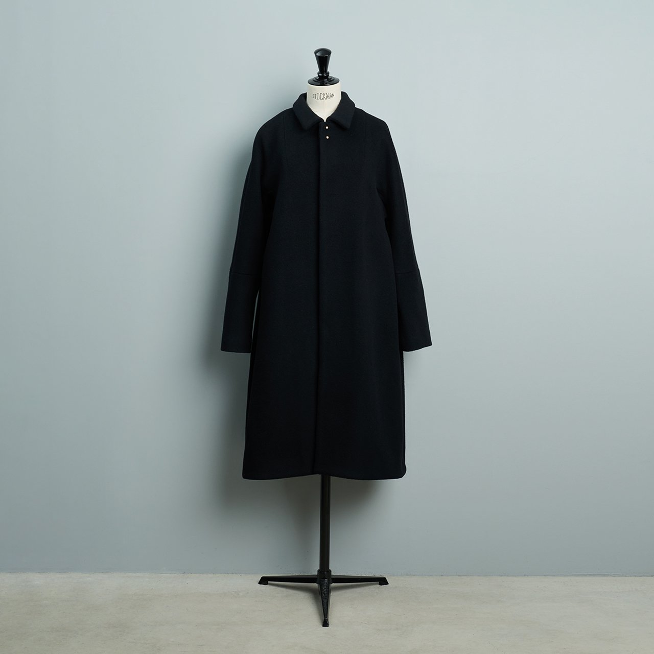suzuki takayuki <BR>stand-fall-collar coat �<BR>black