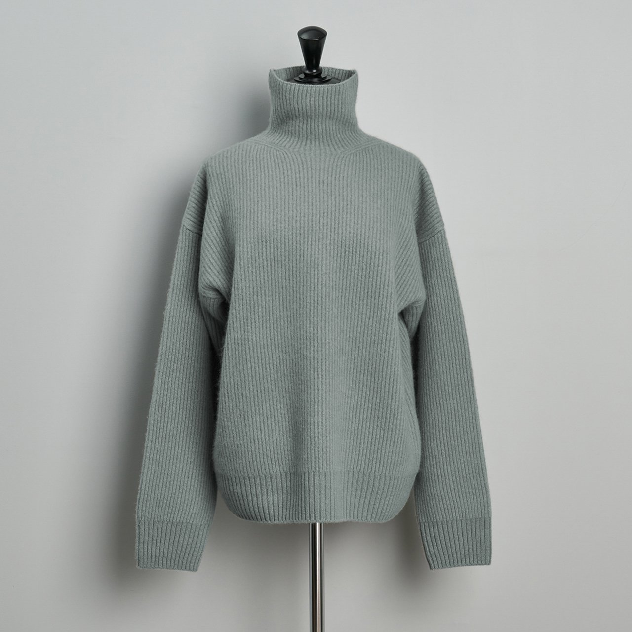 seya.<BR>Double rib cashmere turtleneck sweater